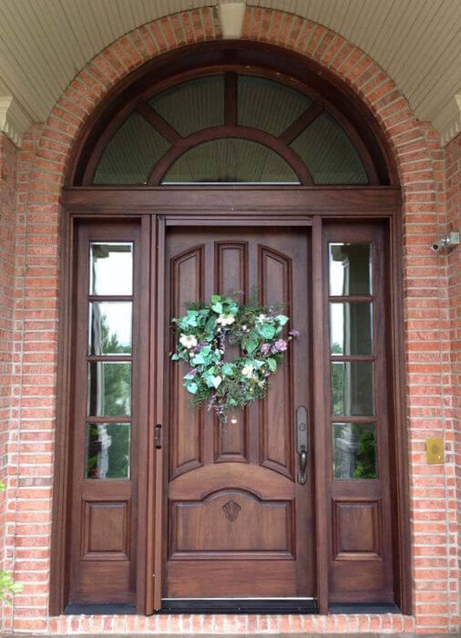 примеры изготовленных входных дверей из сосны
