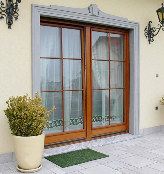 Панорамное остекление деревянными окнами с открывающимися створками