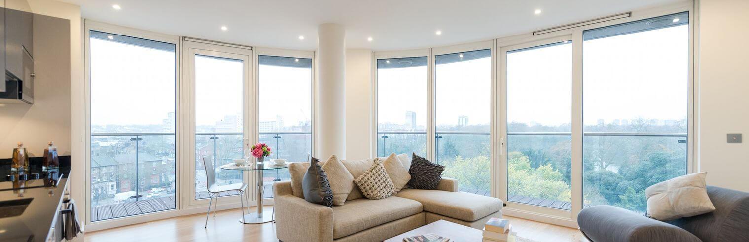 Купите белоснежные окна из сосны и лиственницы со скидкой 10%!